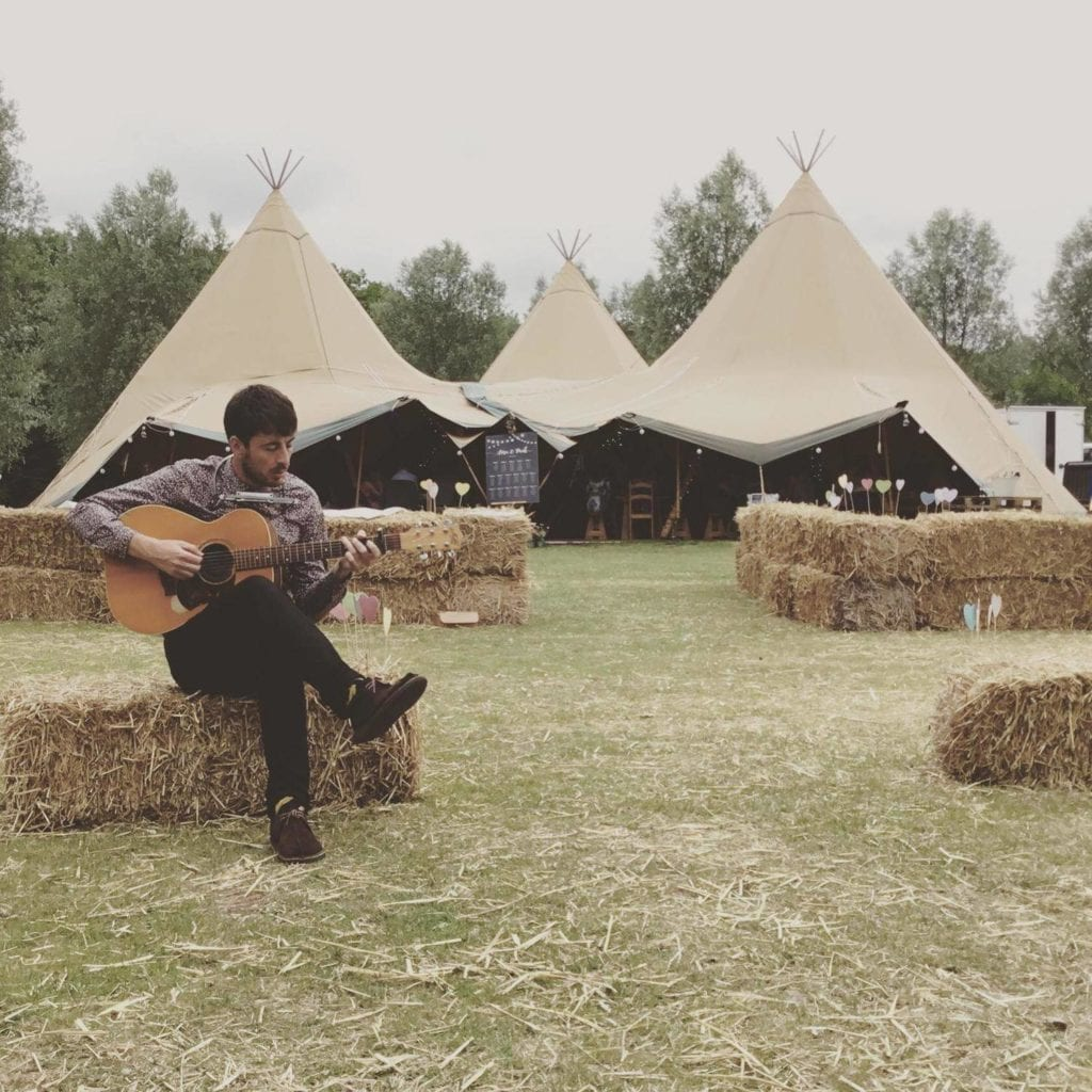 tipi wedding guitarist